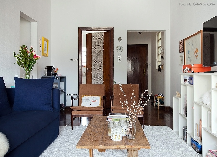 02-decoracao-sala-sofa-madeira-demolicao