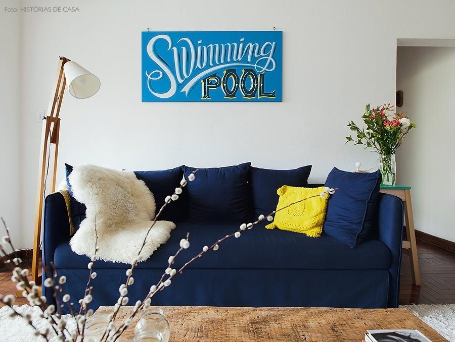 04-decoracao-sala-sofa-azul-marinho