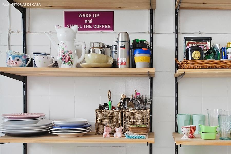 17-decoracao-cozinha-prateleiras-trilho