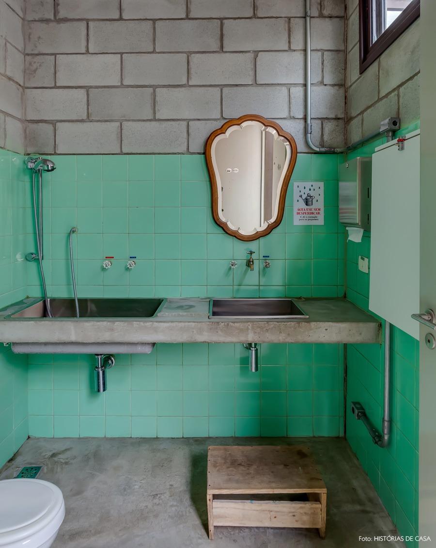20-decoracao-banheiro-concreto-azulejo-verde