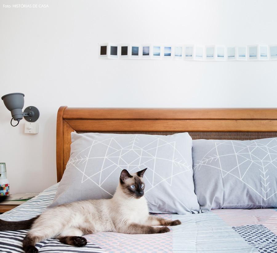 40-decoracao-quarto-cabeceira-madeira-luminaria-parede
