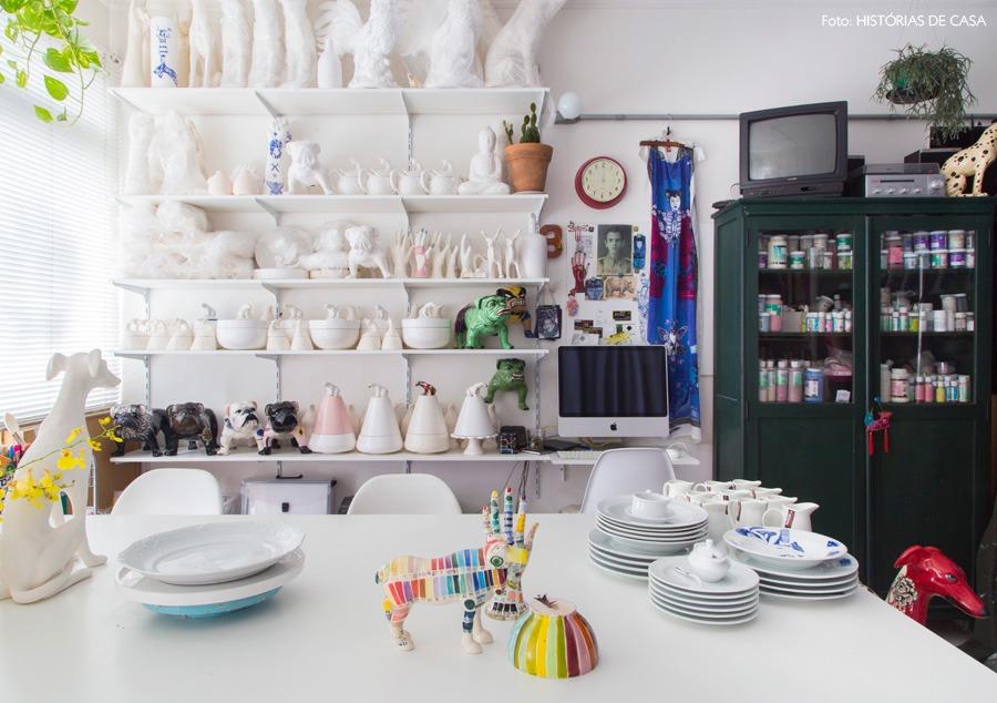 00-decoracao-ceramica-artesanal-atelie-prateleiras-brancas