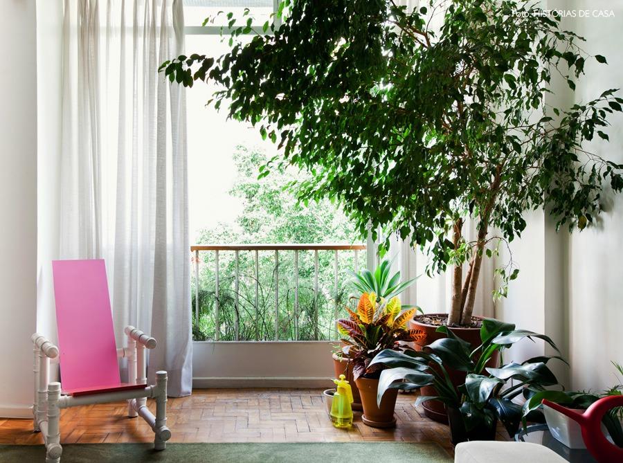 04-decoracao-arvore-plantas-apartamento-cortinas