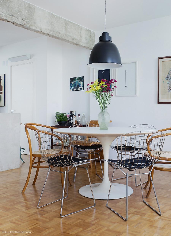 06-decoracao-apartamento-integrado-sala-jantar-concreto-viga-thonet
