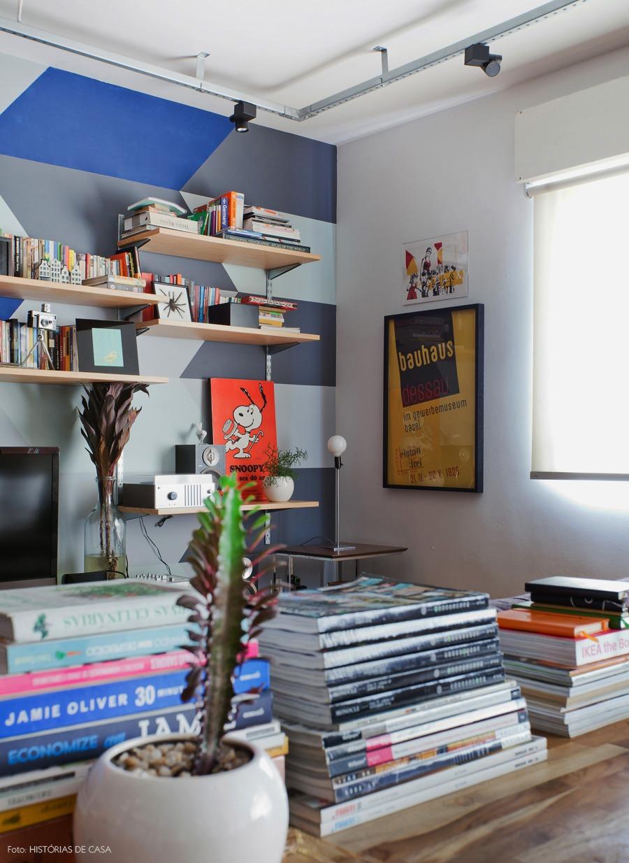 24-decoracao-parede-pintura-geometrica-estante-trilho-cremalheira