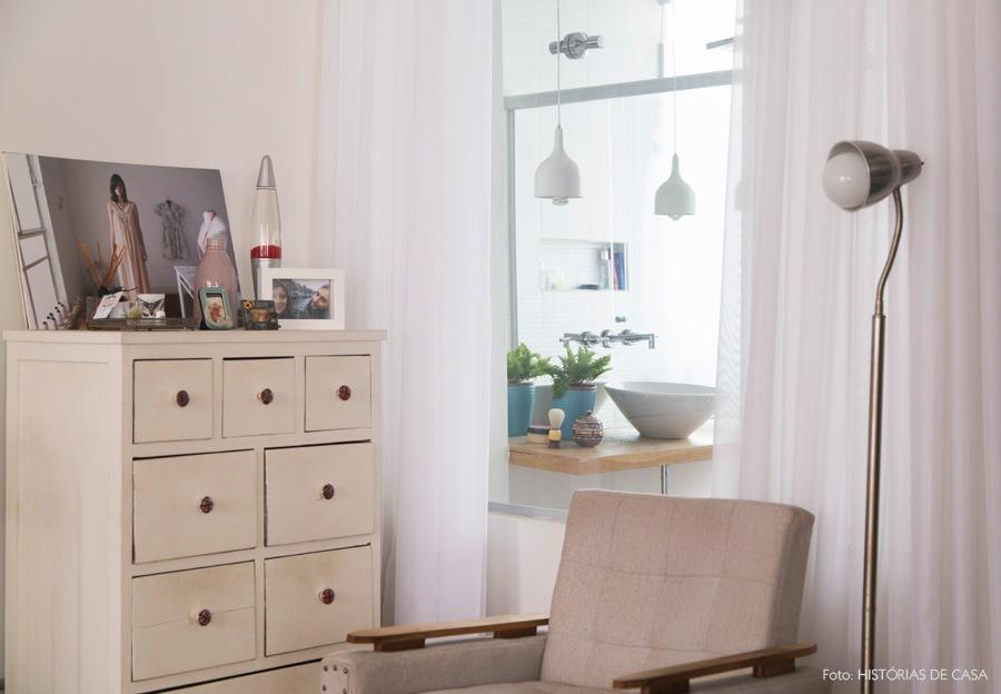 35-decoracao-quarto-banheiro-cortina-parede-vidro-comoda