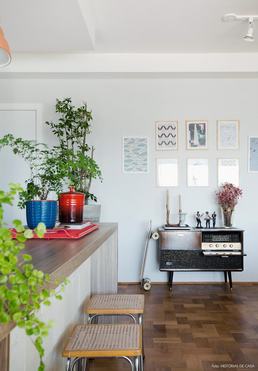 18-decoracao-apartamento-sala-cozinha-integrada-bancada-plantas