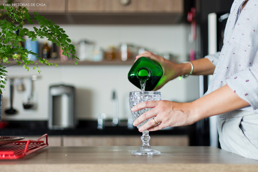 19-decoracao-apartamento-sala-cozinha-integrada-bancada-plantas