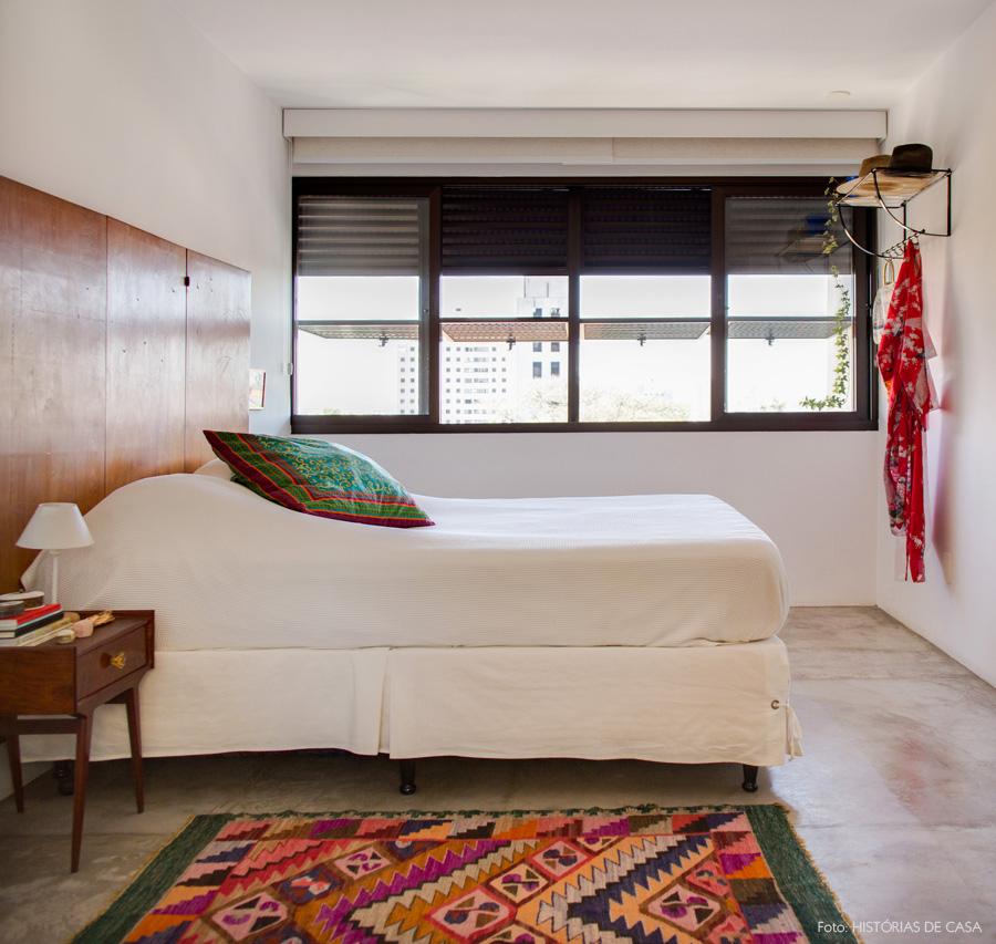 24-decoracao-quarto-cabeceira-biombo-piso-cimento-queimado