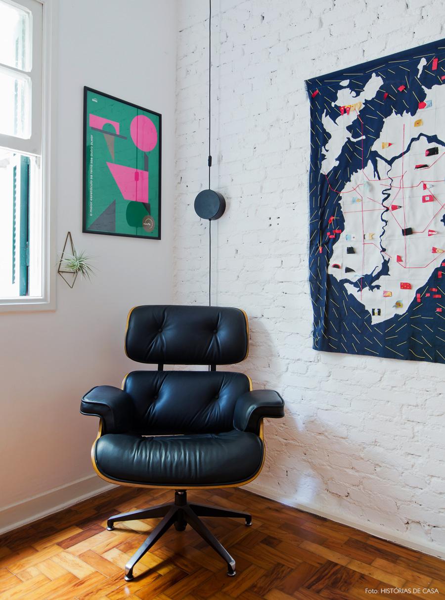 37-decoracao-home-office-parede-tijolinho-branco-poltrona-eames