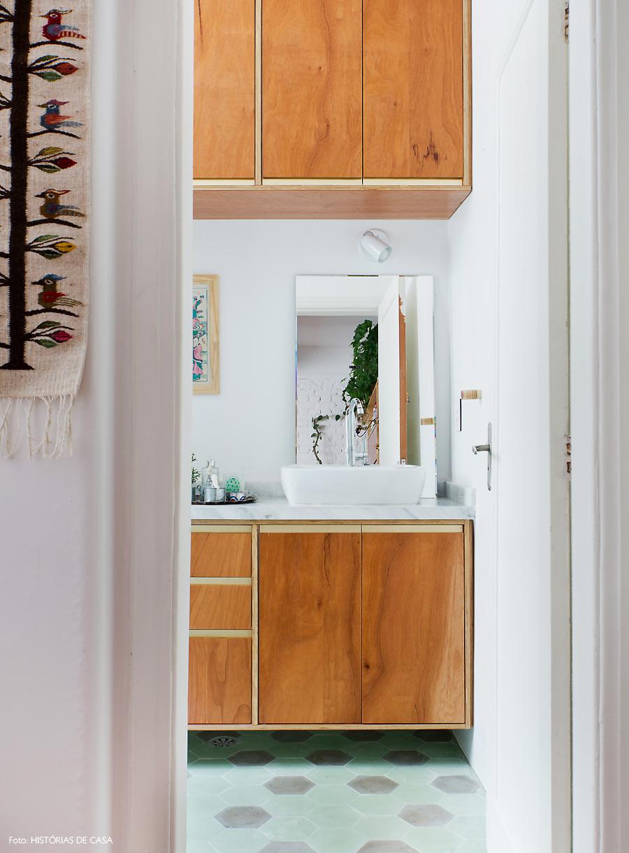 43-decoracao-banheiro-piso-ladrilho-hidraulico-hexagonal-verde