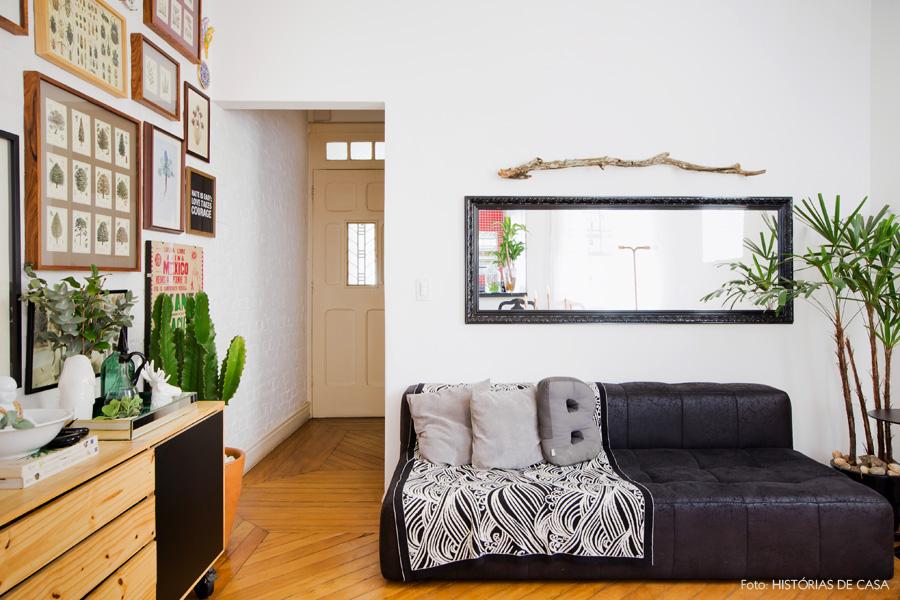02 decoracao casa antiga sala estar sofa cinza quadros for Decoracao sala de estar quadros