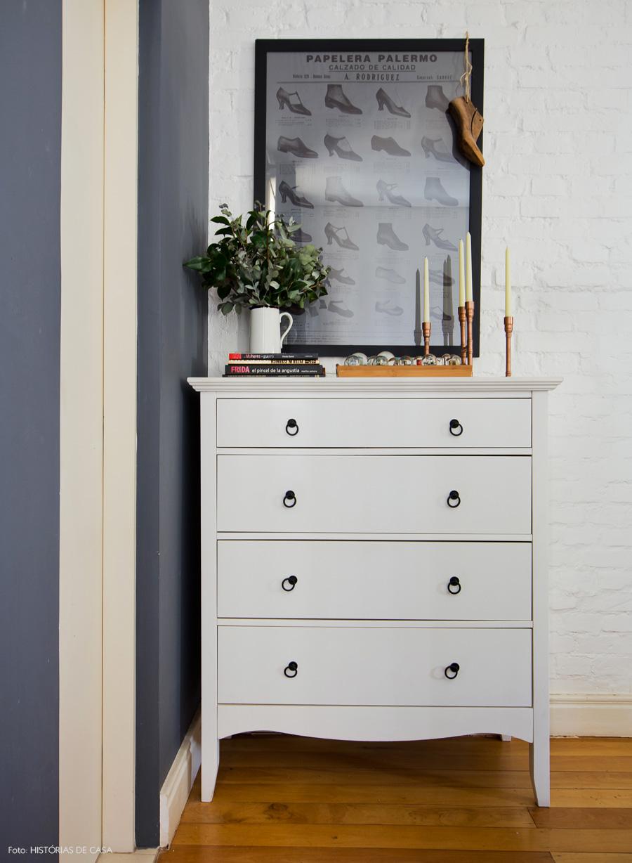 39-decoracao-comoda-branca-antiga-parede-pintada-cinza