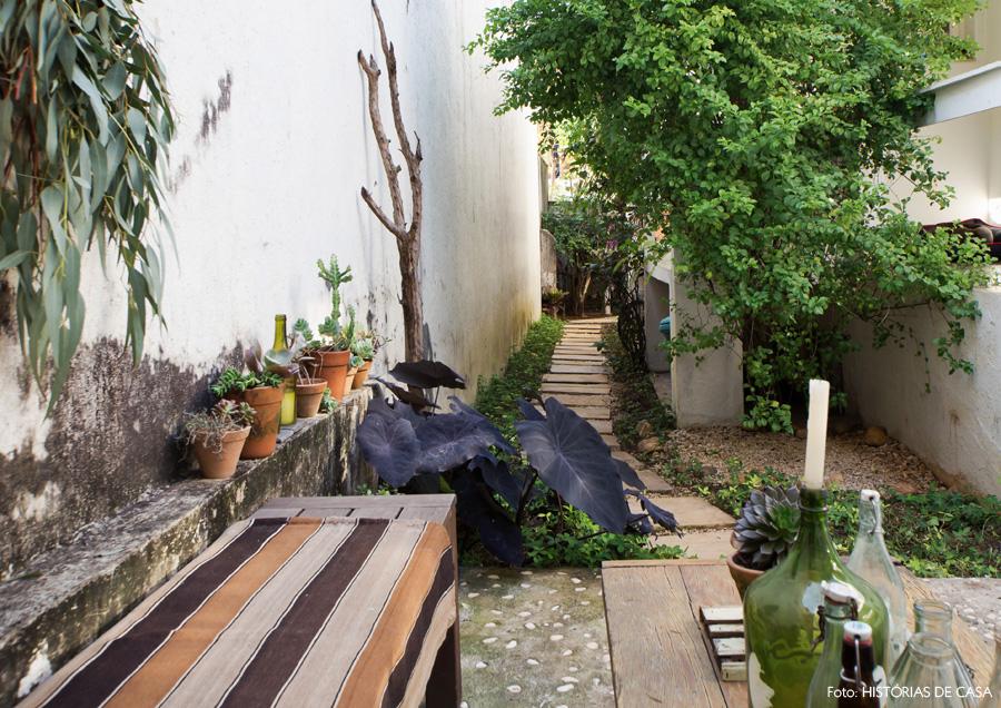 34-decoracao-casa-corredor-lateral-jardim-plantas-pedriscos