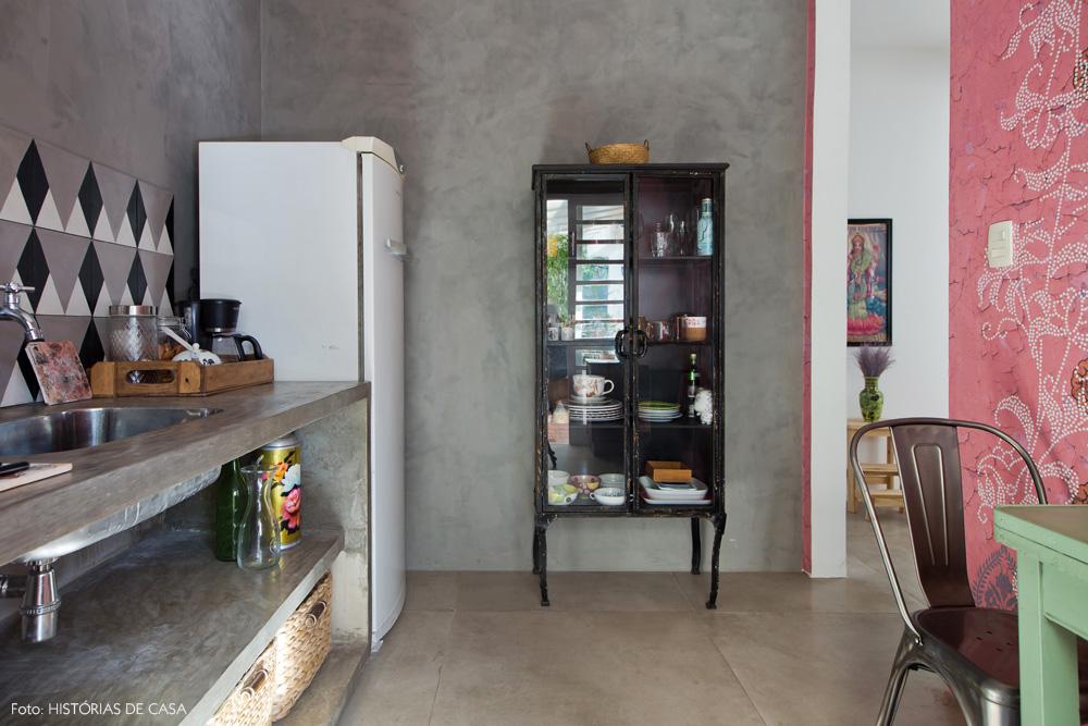 15-decoracao-atelie-calu-fontes-cozinha-cimento-queimado-rosa