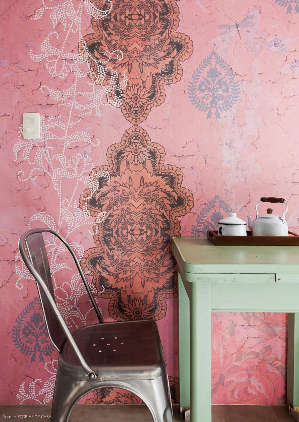17-decoracao-papel-de-parede-calu-fontes-rosa-branco
