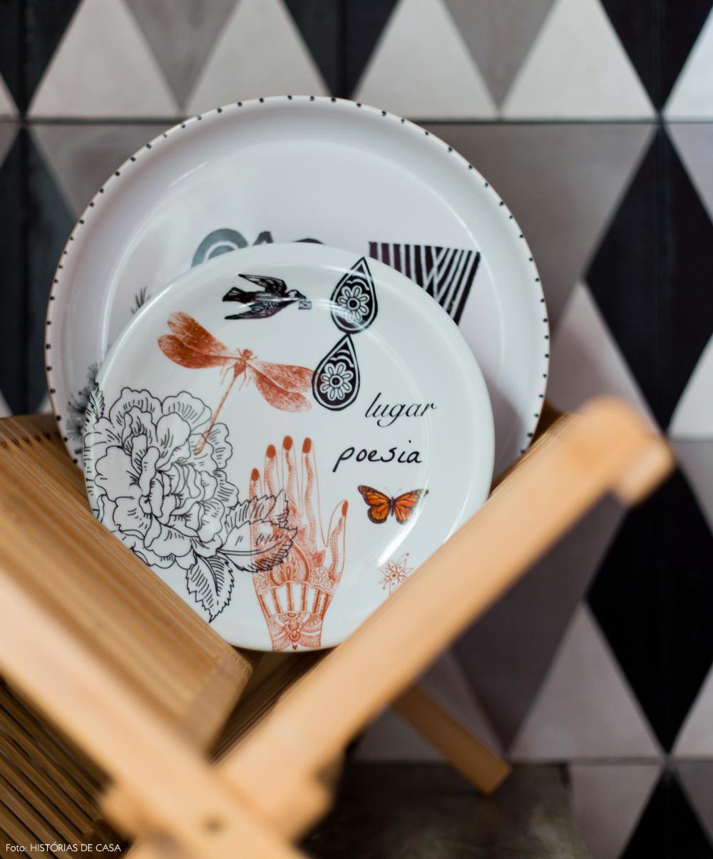 19-decoracao-cozinha-pratos-estampados-calu-fontes