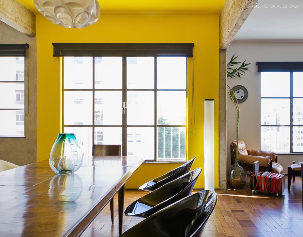 19-decoracao-sala-jantar-integrada-vigas-concreto-amarelo