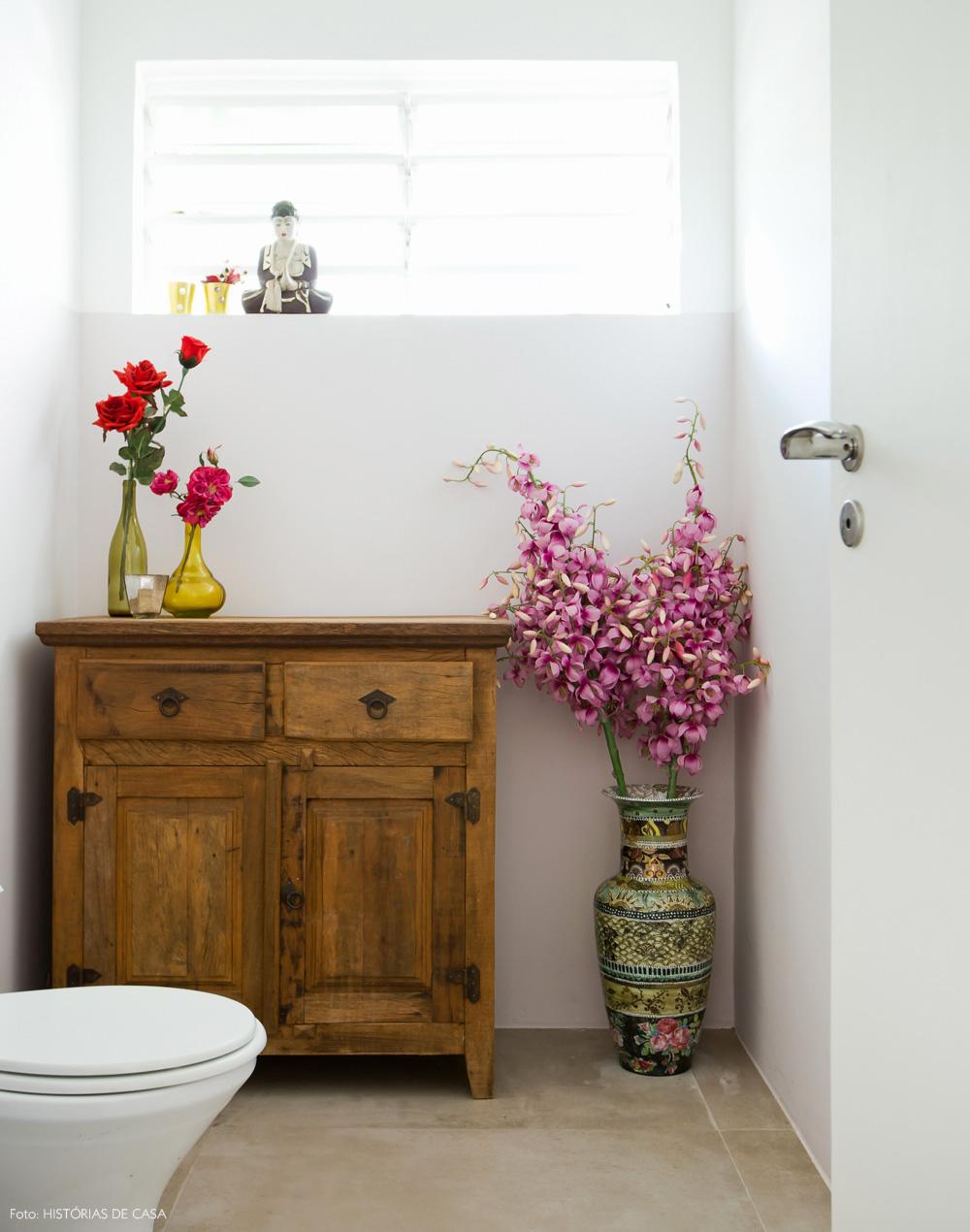 22-decoracao-banheiro-cimento-queimado-madeira-demolicao