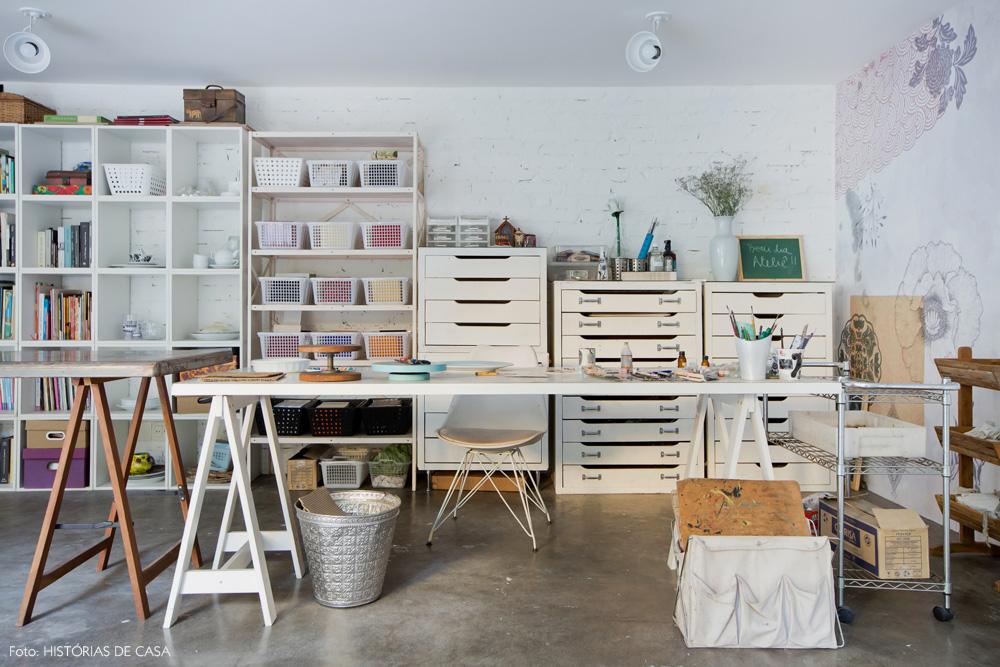27-decoracao-atelie-calu-fontes-estante-mesa-de-desenho