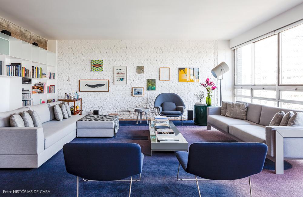 01-decoracao-apartamento-arquitetura-tijolinho-branco-tapete-azul