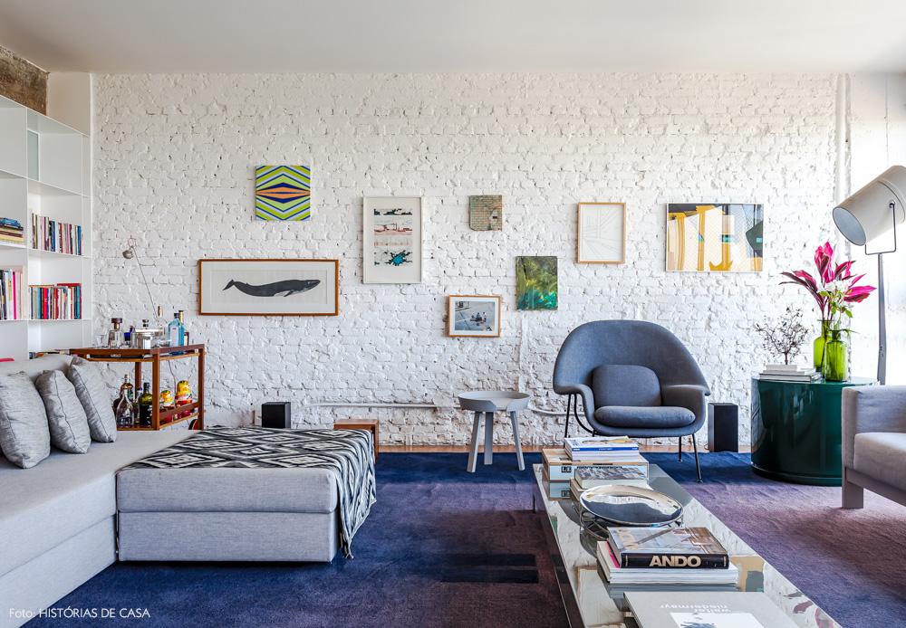 05-decoracao-sala-estar-parede-tijolinho-branco-quadros