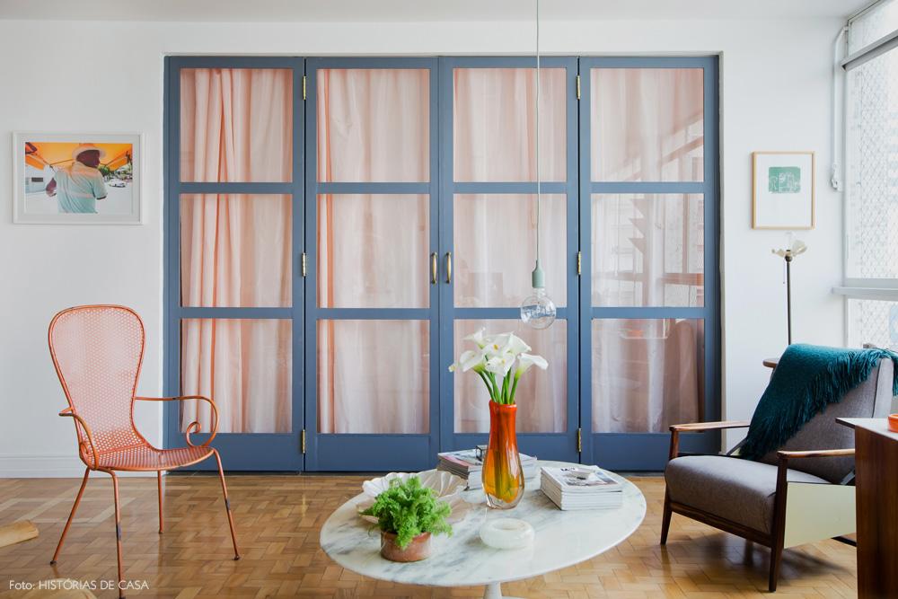 10-decoracao-portas-pintadas-cinza-cortina-rosa-vidro