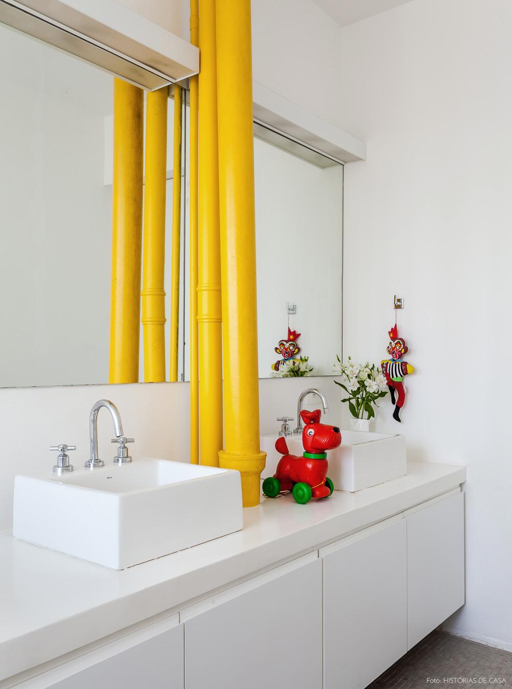 30-decoracao-banheiro-tubulacao-pintada-amarelo