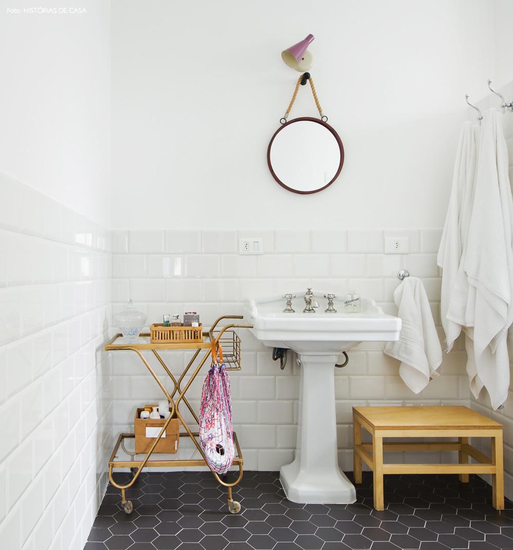 38-decoracao-banheiro-subway-tiles-piso-hexagonal-azulejo