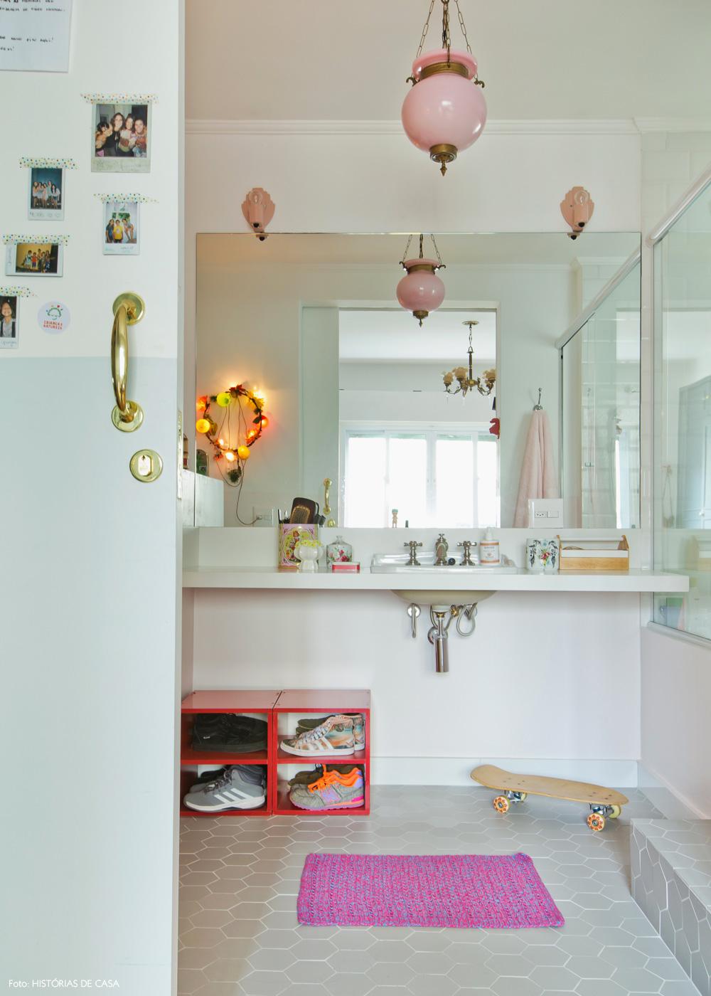 46-decoracao-quarto-menina-banheiro-integrado-tons-rosa
