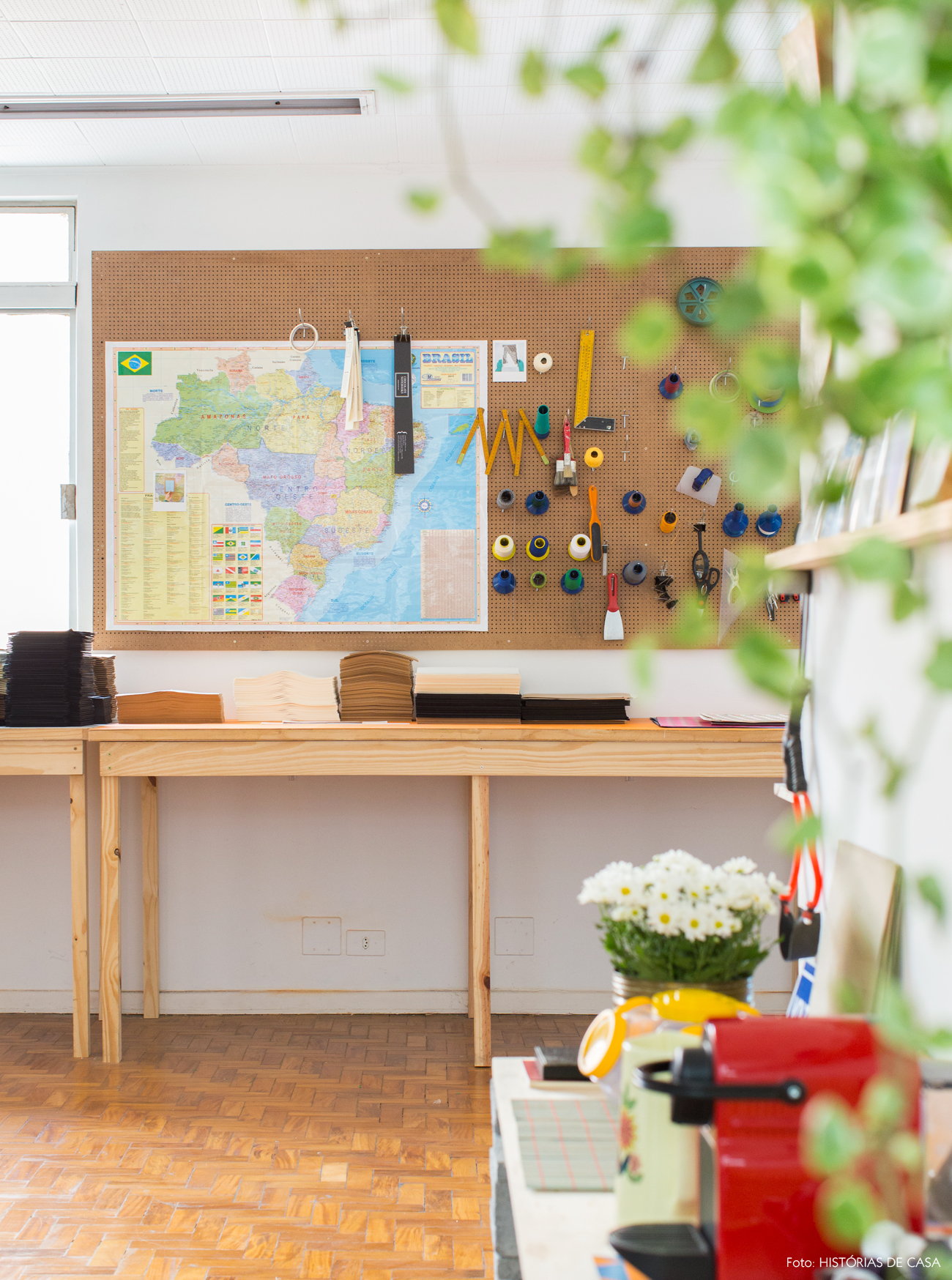 10-decoracao-espaco-trabalho-organizador-pegboard-painel