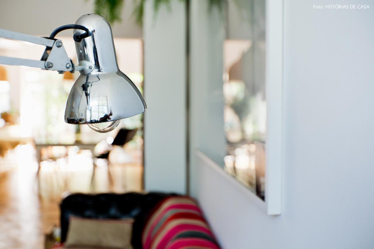10-decoracao-sala-estar-luminaria-prata-articulada