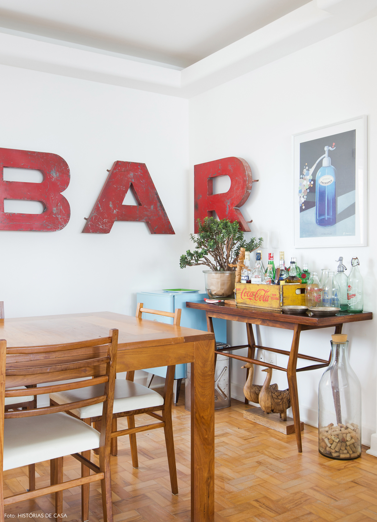 15-decoracao-sala-jantar-frigobar-movel-vintage-bar