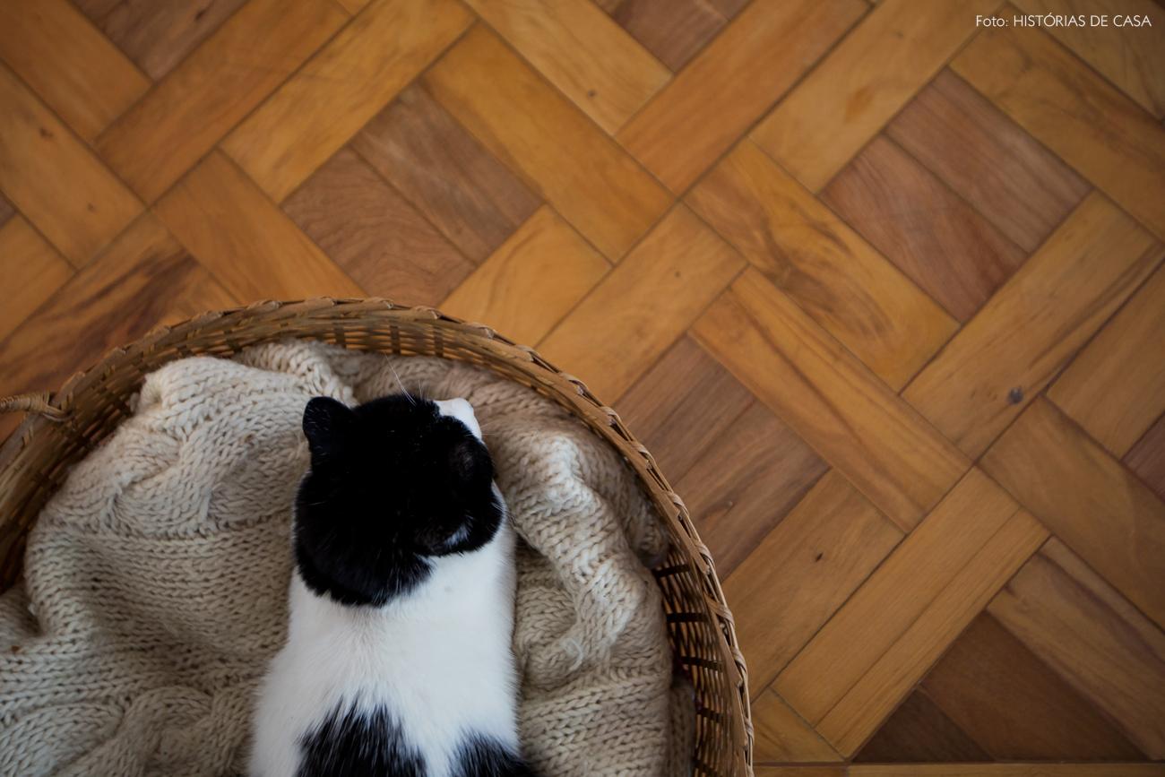 16-decoracao-casa-com-gatos-cesto-manta-caminha