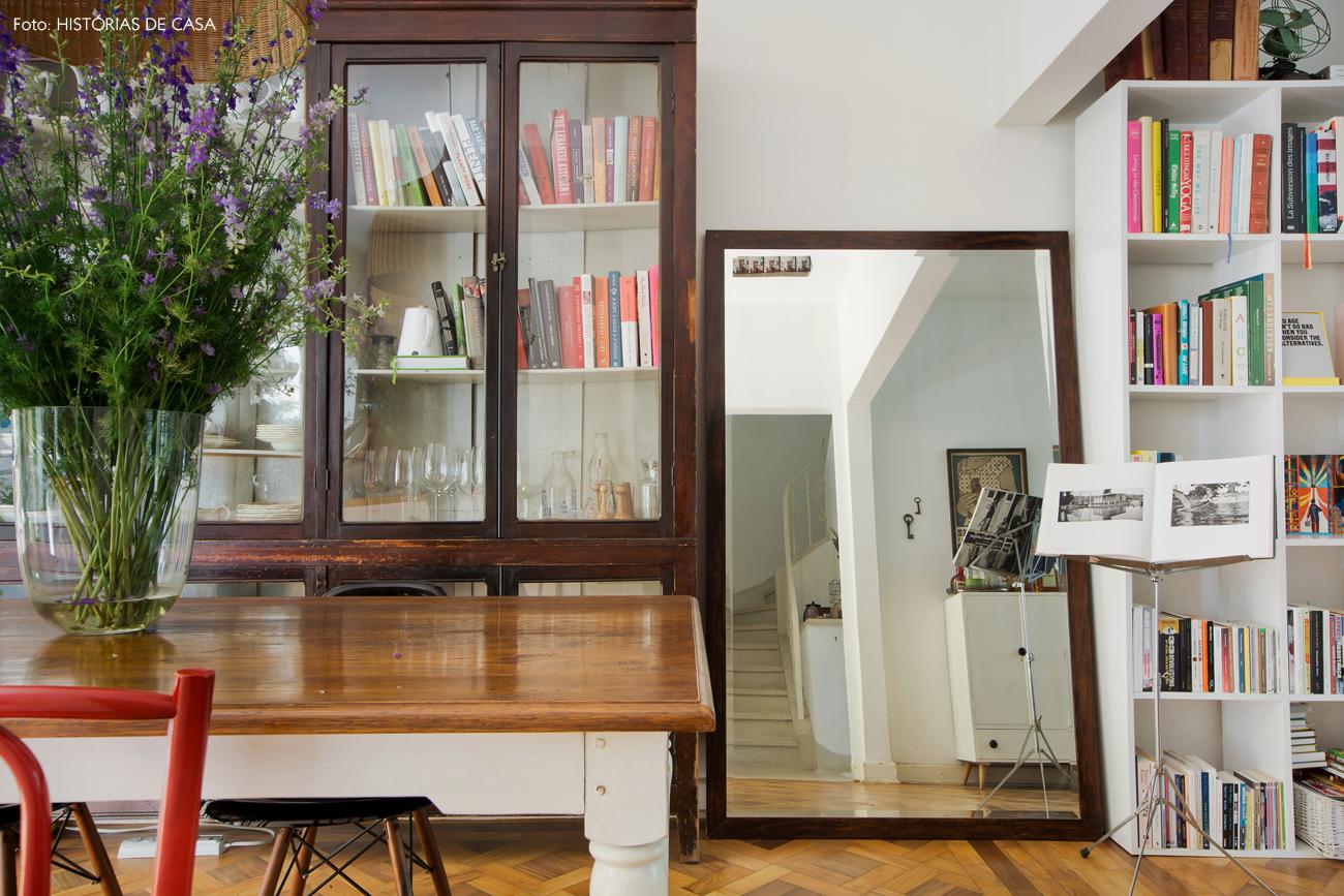 19-decoracao-casa-da-chef-gabriela-barretto-sala-jantar-cristaleira