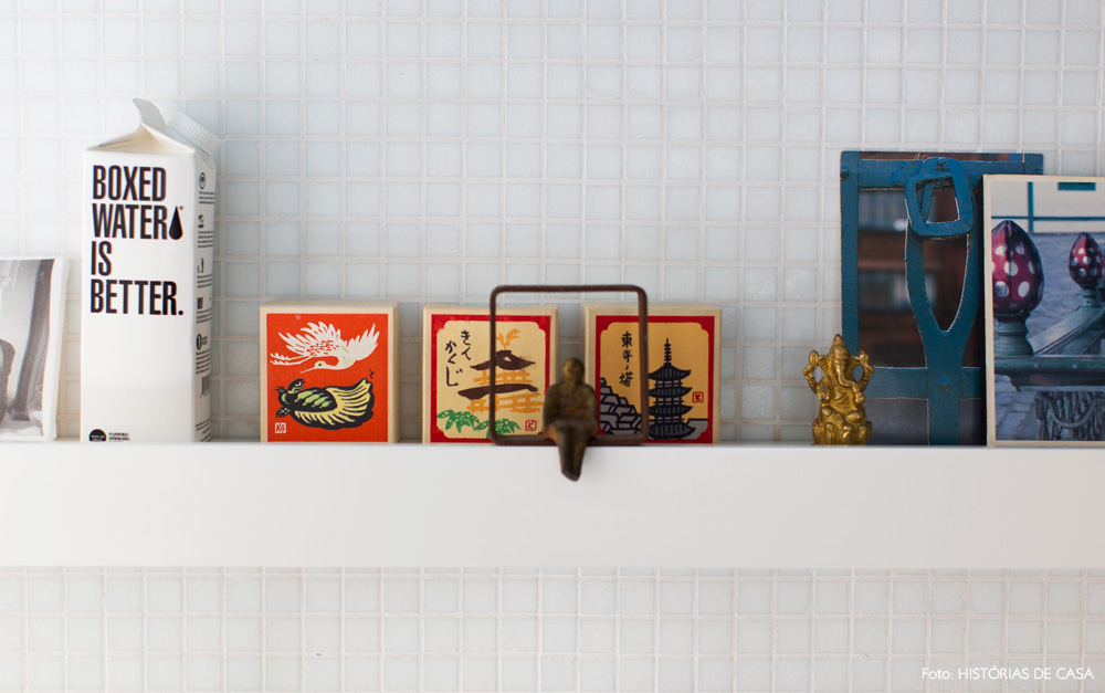 20-decoracao-cozinha-canaleta-temperos-pastilhas-brancas