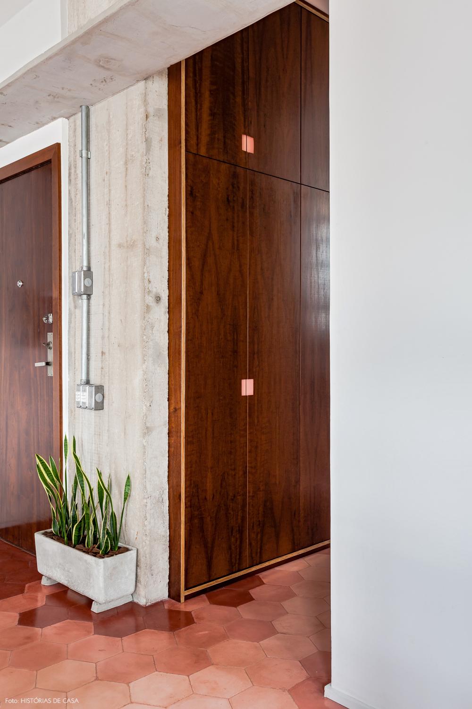 28-decoracao-apartamento-corredor-piso-ladrilhos-hidraulicos-rosa