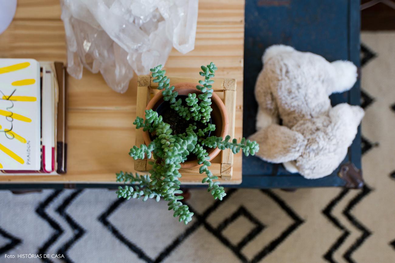 32-decoracao-quarto-bebe-tons-neutros-detalhe-madeira-plantas