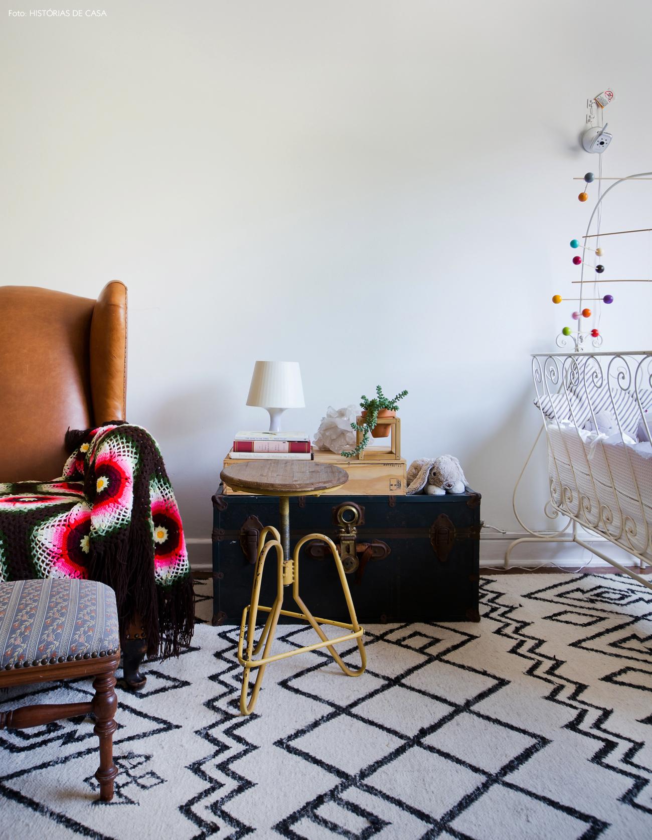 33-decoracao-quarto-bebe-tons-neutros-bau-como-mesa