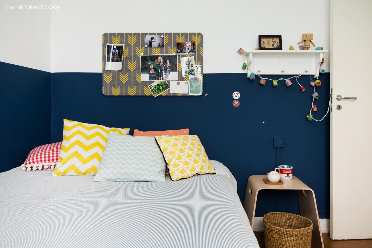 37-decoracao-quarto-crianca-parede-azul-almofadas-estampadas