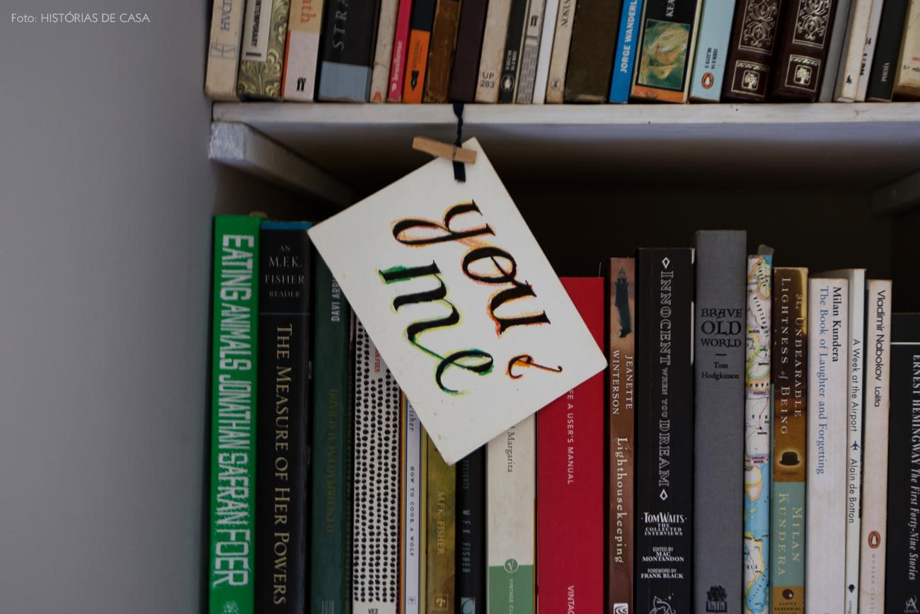 42-decoracao-quarto-casal-estante-livros-nicho-alvenaria
