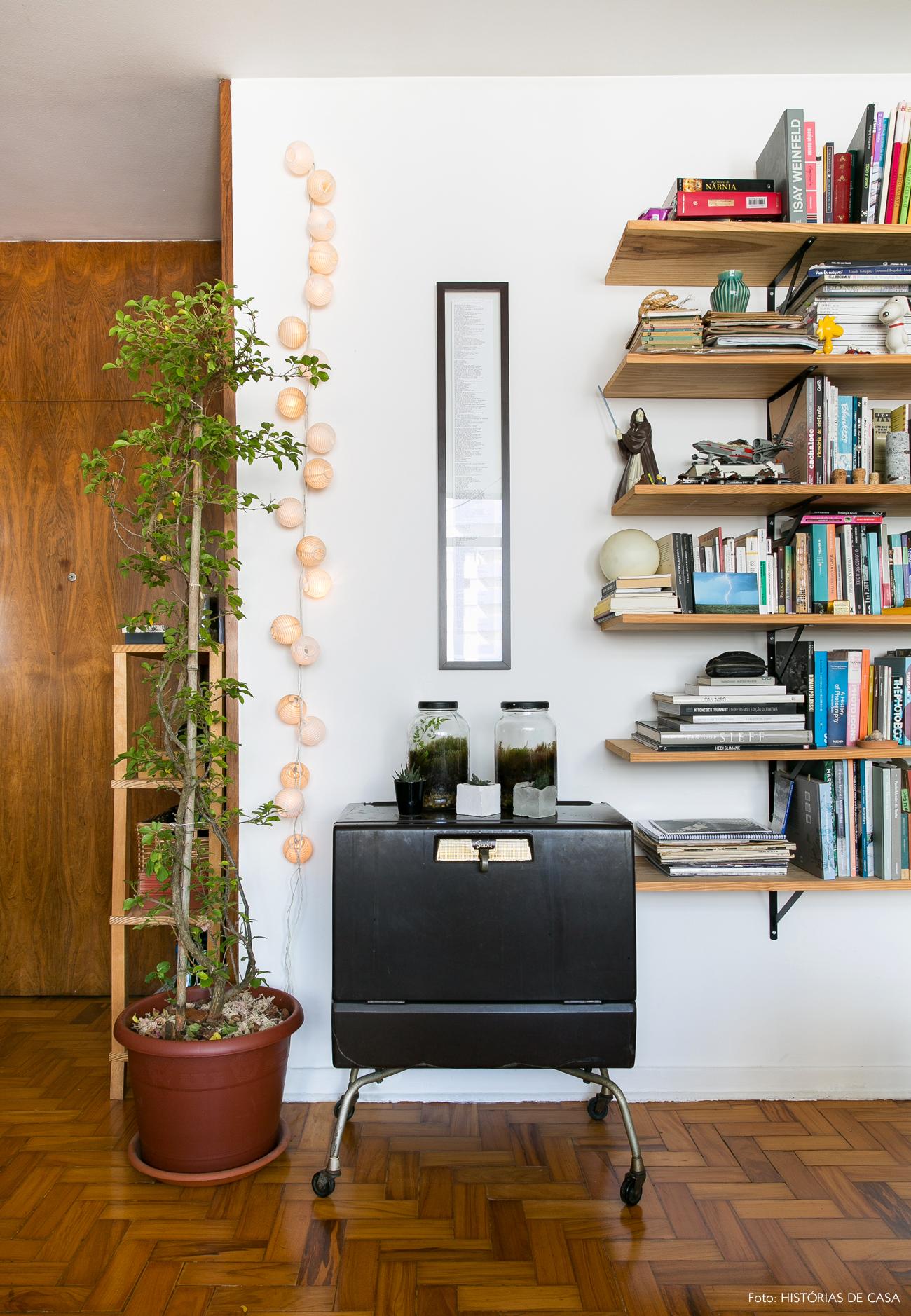 02-decoracao-apartamento-alugado-ideias-prateleiras-mao-francesa