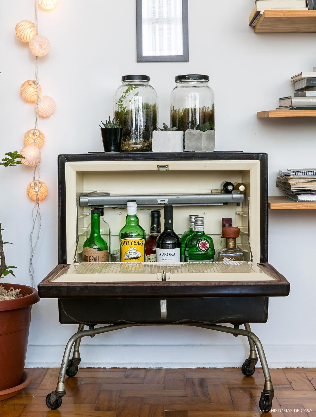 04-decoracao-vintage-antiga-funciona-como-bar-reuso