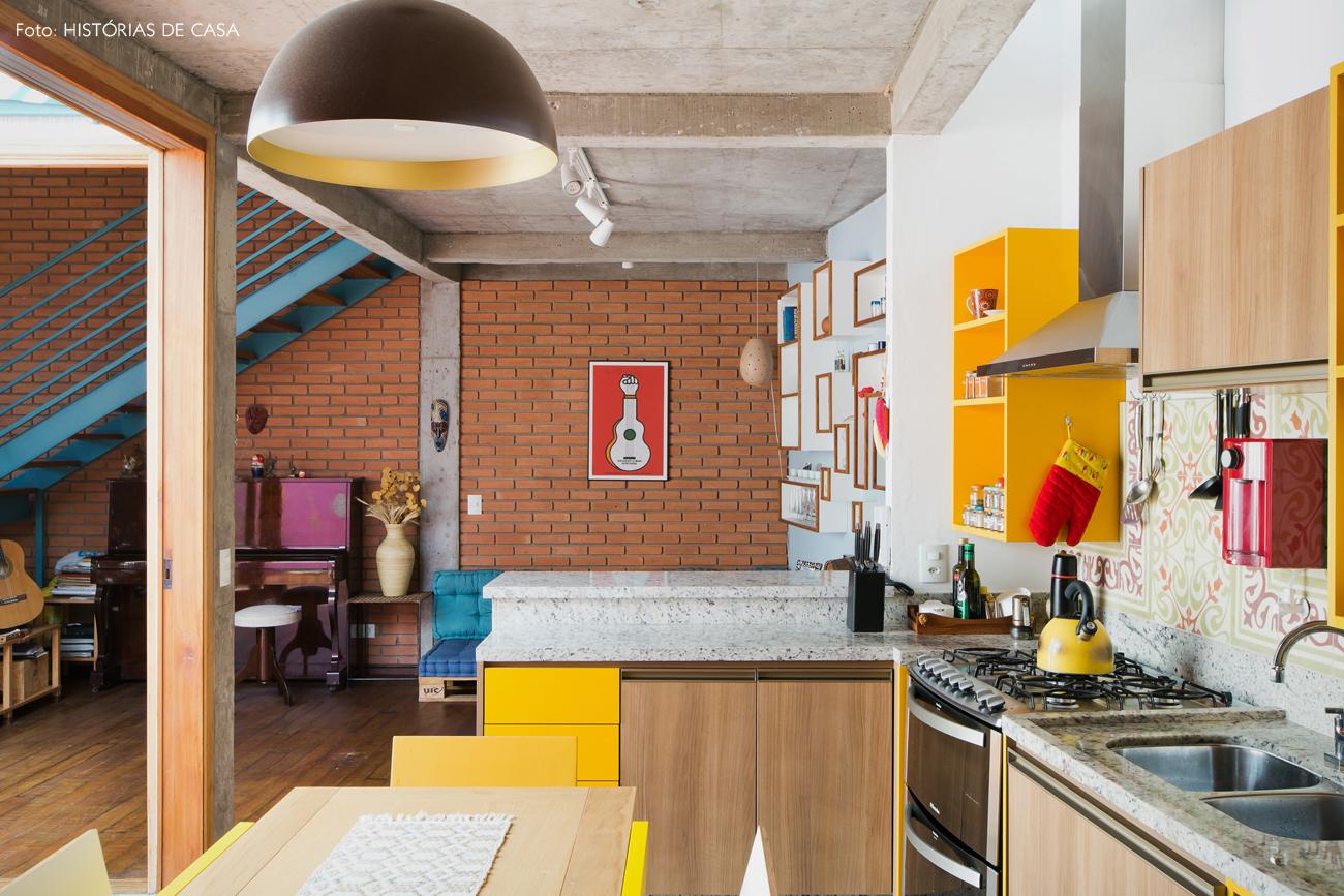 05-decoracao-cozinha-integrada-tijolinho-sofa-de-pallet