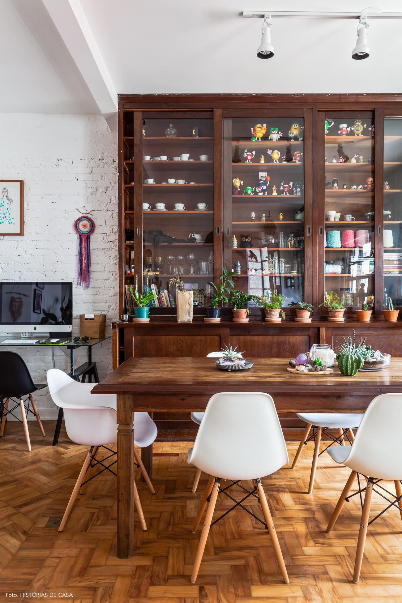08-decoracao-apartamento-reformado-taco-tijolinho-armario-vintage
