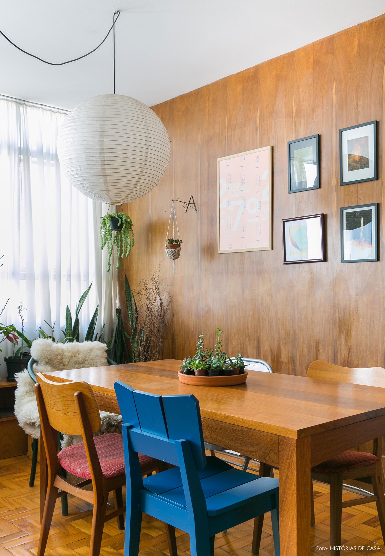 14-decoracao-apartamento-sala-jantar-cadeiras-descombinadas-lanterna