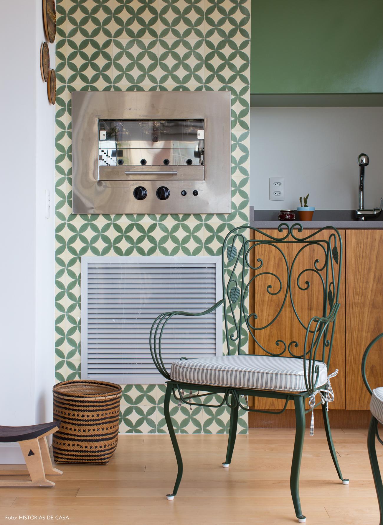 14-decoracao-apartamento-varanda-integrada-churrasqueira-ladrilhos-hidraulicos