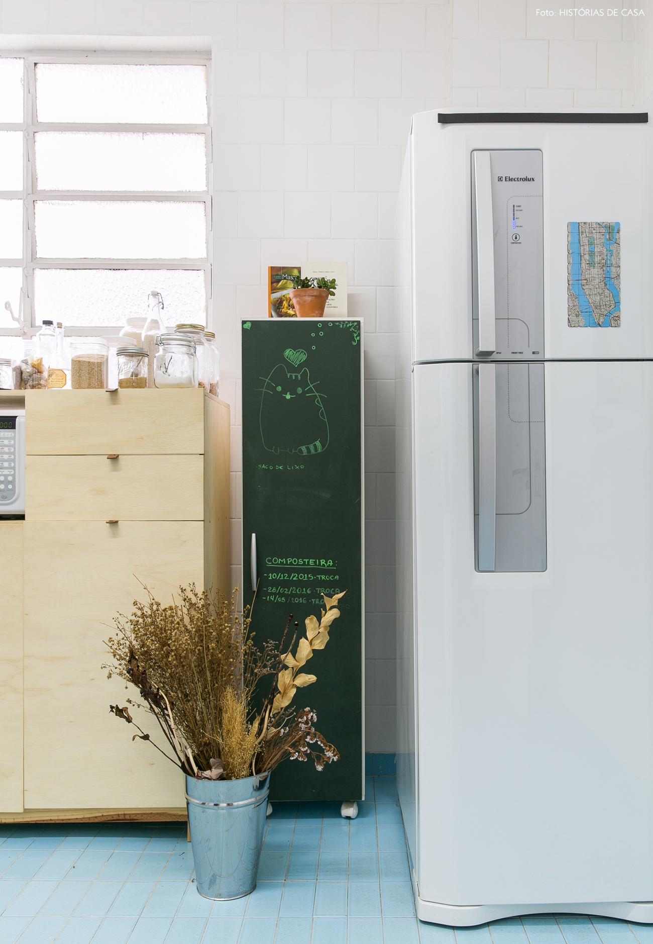 16-decoracao-apartamento-alugado-cozinha-piso-azul