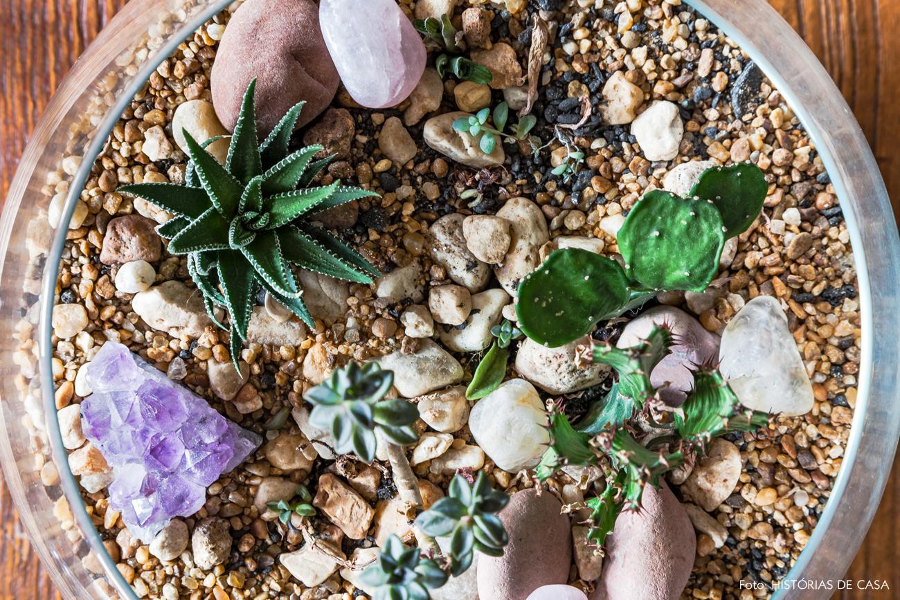 16-decoracao-plantas-detalhes-terrario-suculentas-cristais