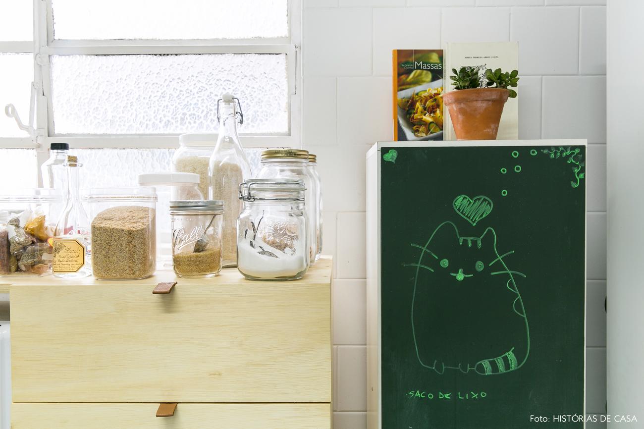 17-decoracao-apartamento-alugado-cozinha-armario-compensado